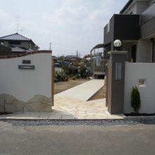 建物とのバランスを考えた門まわり NO.18の施工写真1