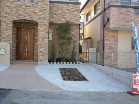 建物に合わせて南欧風なアプローチに NO.6の施工後写真1