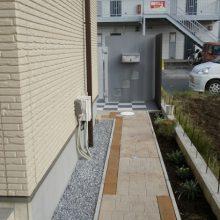 市松模様のタイルにモダンな門扉 NO.40の施工写真3