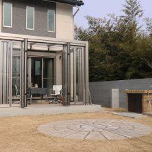 自然浴家族のテラスとクローズ外構 NO.76の施工写真1