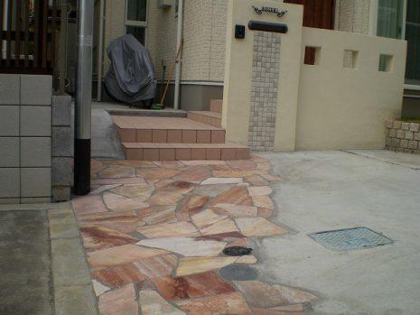 門塀のタイルと石貼りのアプローチのマッチング NO.156の施工後写真2