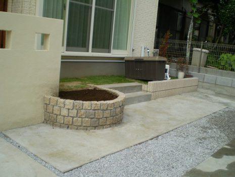 門塀のタイルと石貼りのアプローチのマッチング NO.156の施工後写真1