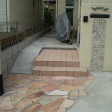 門塀のタイルと石貼りのアプローチのマッチング NO.156の施工写真1