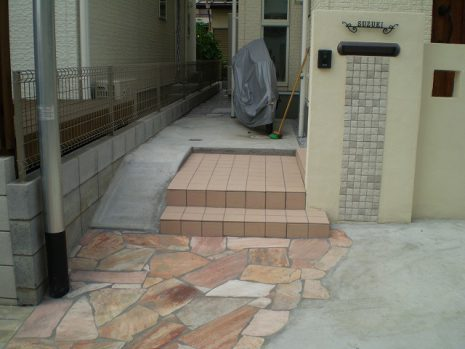 門塀のタイルと石貼りのアプローチのマッチング NO.156の施工後写真0