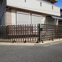同系色の伸縮ゲート NO.174の施工写真1