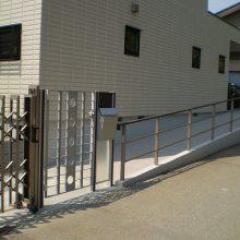 駐車場周りぐるり一式、モダンチックなセミクローズ外構 NO.224の施工写真2
