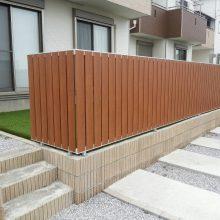 人工芝と目隠しフェンスでくつろげる空間を NO.343の施工写真2