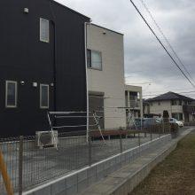 8連棟のウッドデッキ+人工芝 NO.402の施工写真1