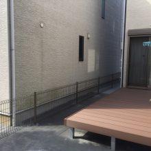 8連棟のウッドデッキ+人工芝 NO.402の施工写真2