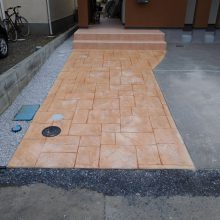 スタンプコンクリートのアプローチでアクセント NO.400の施工写真3