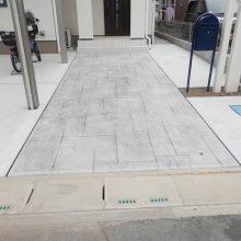 白の枕木材と青のポストでアクセント NO.427の施工写真1