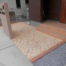 スタンプコンクリートとブラウンの門扉 NO.433の施工写真2