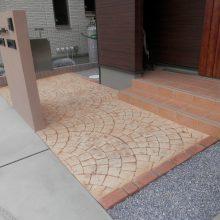 スタンプコンクリートとブラウンの門扉 NO.433の施工写真0