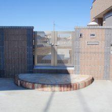 2色のブロックを利用した門塀 NO.70の施工写真メイン