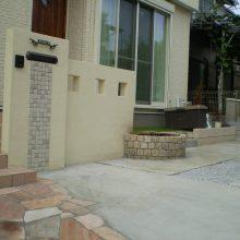 門塀のタイルと石貼りのアプローチのマッチング NO.156の施工写真