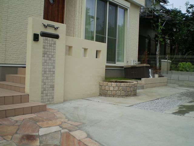 門塀のタイルと石貼りのアプローチのマッチング NO.156