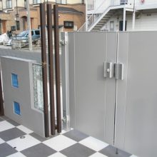市松模様のタイルにモダンな門扉 NO.40の施工写真メイン