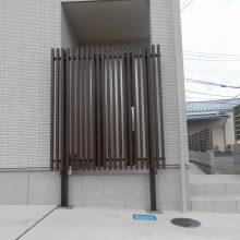 玄関をスリットフェンスで目隠し NO.454の施工写真