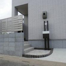 玄関をスリットフェンスで目隠し NO.454の施工写真2