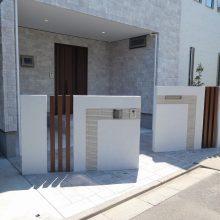 白を基調に門柱の配置がポイント NO.470の施工写真1