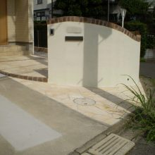 欧風な建物に合う石貼りのアプローチ NO.478の施工写真
