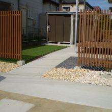 欧風な建物に合う石貼りのアプローチ NO.478の施工写真1