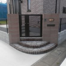 化粧ブロックの門柱にスプレーコンクリートのステップ NO.475の施工写真0