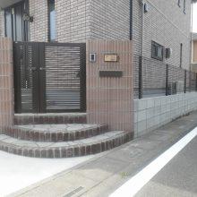 化粧ブロックの門柱にスプレーコンクリートのステップ NO.475の施工写真2