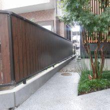 木目のフェンスで和風な感じを演出 NO.480の施工写真メイン