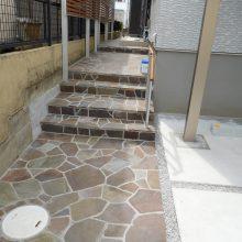 個性的なデザインの石貼りアプローチで  NO.486の施工写真2
