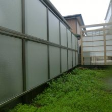 半透明な目隠しフェンスで明るさは確保 NO.500の施工写真3