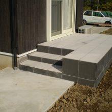 タイルデッキと土留めでお庭をリフォーム NO.523の施工写真2