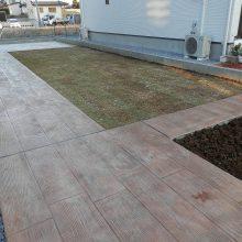 自然に合わせた木目のスタンプコンクリート NO.533の施工写真1