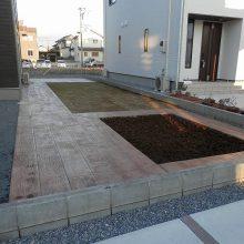 自然に合わせた木目のスタンプコンクリート NO.533の施工写真2