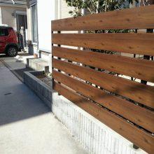 木目の目隠しフェンスを設置しました NO.553の施工写真