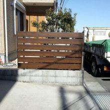木目の目隠しフェンスを設置しました NO.553の施工写真2