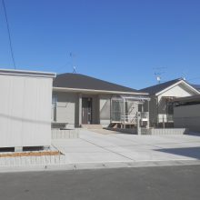 広い敷地にスタンプコンクリートがアクセントに NO.555の施工写真1