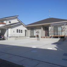 広い敷地にスタンプコンクリートがアクセントに NO.555の施工写真