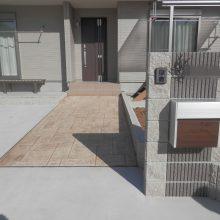 広い敷地にスタンプコンクリートがアクセントに NO.555の施工写真2