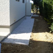 家の周りを砂利とコンクリートで NO.595の施工写真