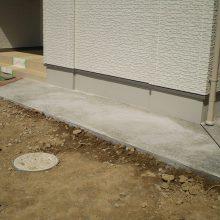 家の周りを砂利とコンクリートで NO.595の施工写真1