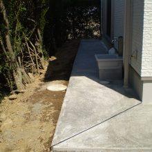 家の周りを砂利とコンクリートで NO.595の施工写真0