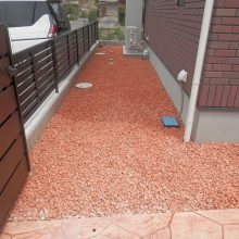 スタンプコンクリートのアプローチに合った砂利 NO.597の施工写真1