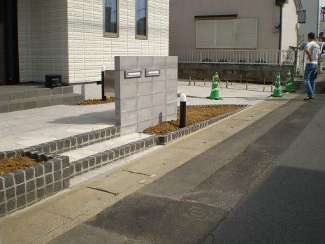 石貼りのアプローチと植物の融合 NO.611の施工前写真2