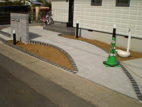 石貼りのアプローチと植物の融合 NO.611の施工前写真0
