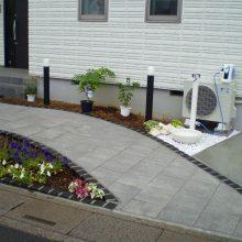 石貼りのアプローチと植物の融合 NO.611の施工写真0