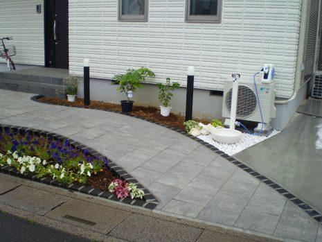 石貼りのアプローチと植物の融合 NO.611の施工後写真0