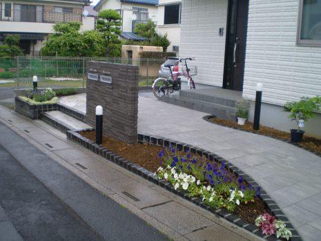 石貼りのアプローチと植物の融合 NO.611の施工後写真3