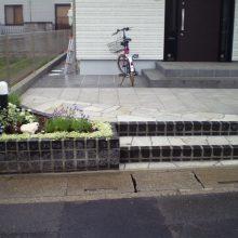 石貼りのアプローチと植物の融合 NO.611の施工写真1