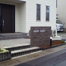 石貼りのアプローチと植物の融合 NO.611の施工写真3